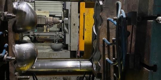 TPHCM: Triệt phá 1 cơ sở sản xuất mũ bảo hiểm giả mạo Nón Sơn