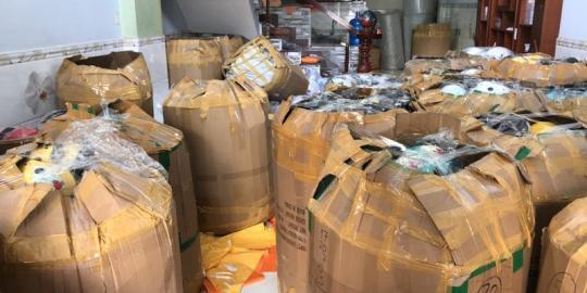 Công an quận 12 thu hàng ngàn nón bảo hiểm nghi giả 'Nón Sơn'