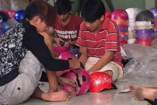 TPHCM: Thu giữ hàng ngàn nón bảo hiểm nhái thương hiệu Nón Sơn
